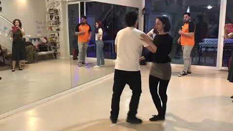 Clase Intermedio Lindy Hop en Blanco y Negro Studio